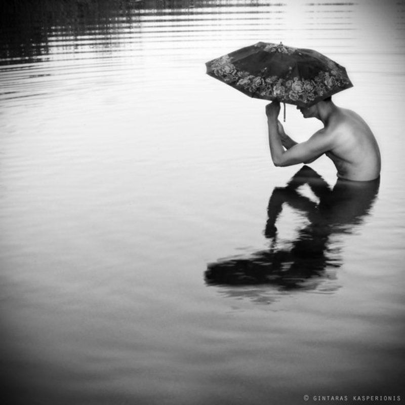 man, nude, boy, water, umbrella, reflection, человек, обнаженный, вода, отражение, kasperionis Umbrellaphoto preview