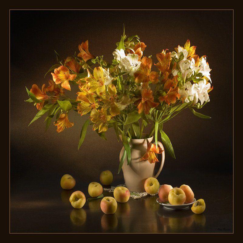 абрикосы, альстромерия, букет, композиция, натюрморт, отражение, световая кисть, световое перо, цветы Альстромерии в ночиphoto preview