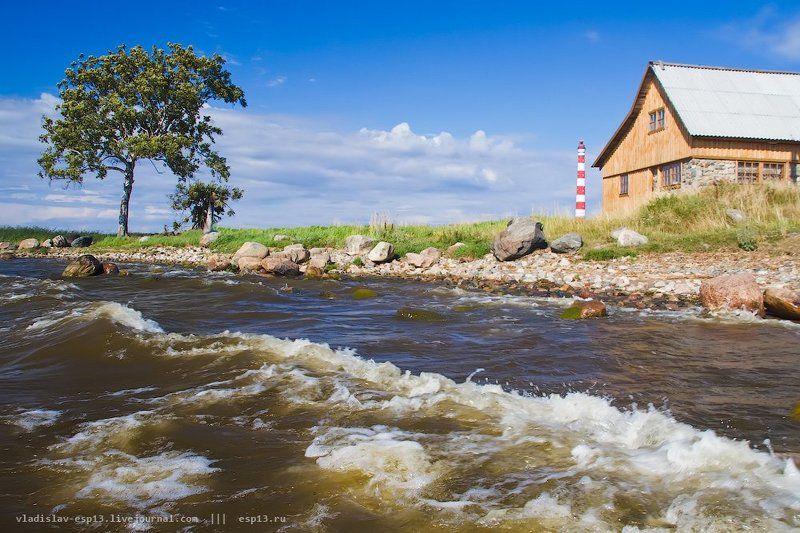 ладожской озеро,  день, волны, маяк Берег Ладогиphoto preview