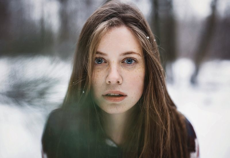 девушка лицо портрет волосы глаза веснушки ...photo preview