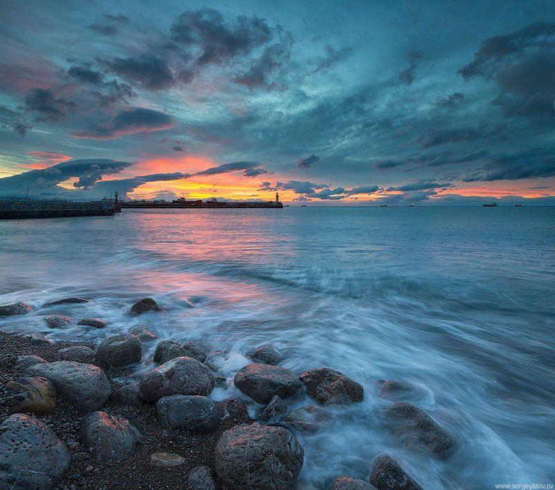 Крым, Ялта, море, пляж, волна, фотограф Крым, фотограф Ялта, маяк, Ялтинский маяк, шторм, навигация, закат Ялтинский маякphoto preview