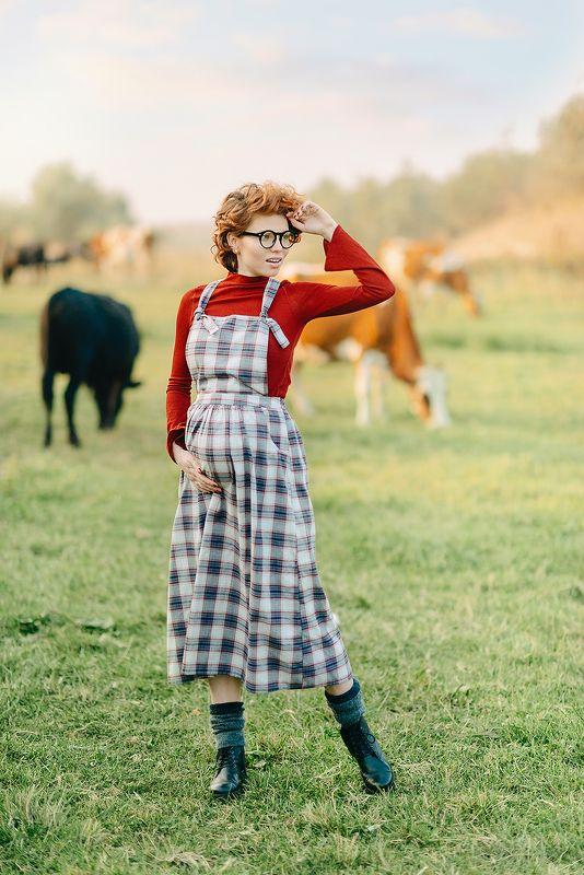 девушка, беременность, ожидание, ребенок, наследник, семья, животное, колхоз, ферма, стиль, осень, урожай, солнце, закат ***photo preview