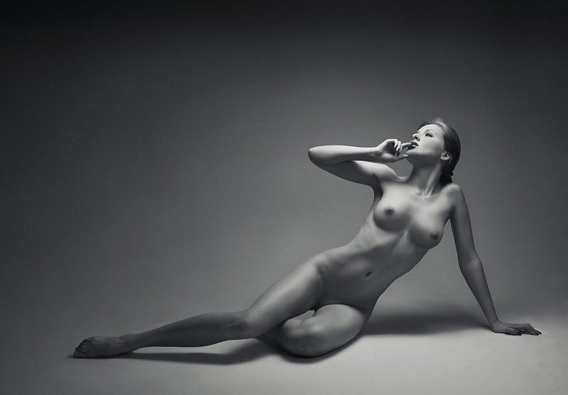 b&w. beauty. girl. glamour. nu. nude ZzLlIIIphoto preview