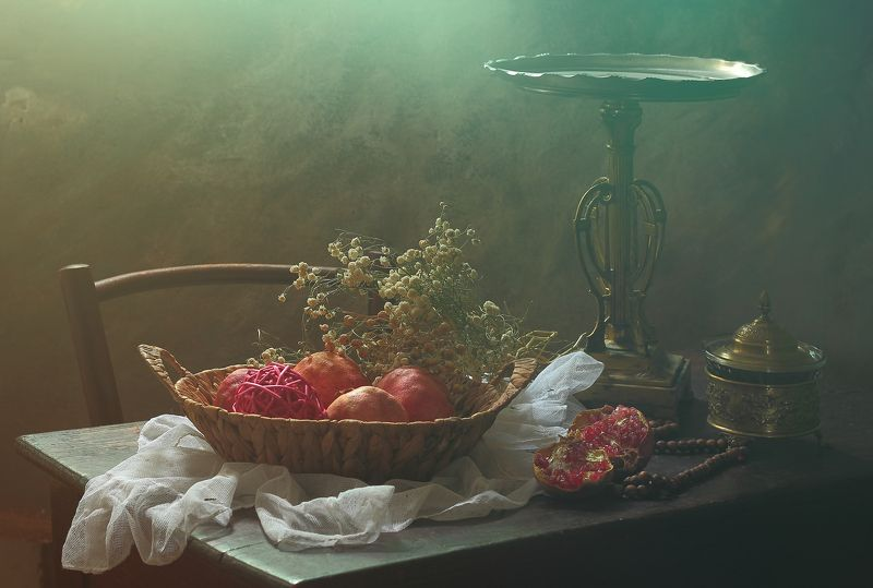 фрукты, гранат, стол, блюдо, интерьер,натюрморт,свет, Натюрморт с гранатамиphoto preview