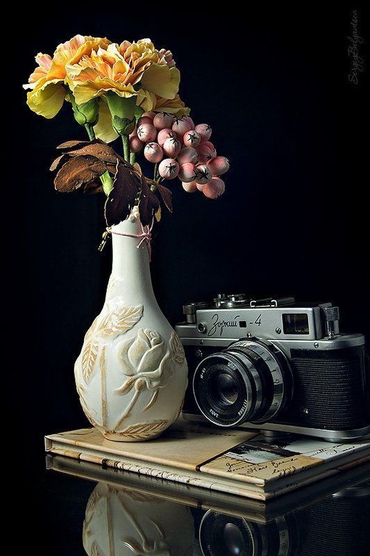 ваза, цветы, рябина, фотоаппарат, зоркий-4, отражение ***photo preview