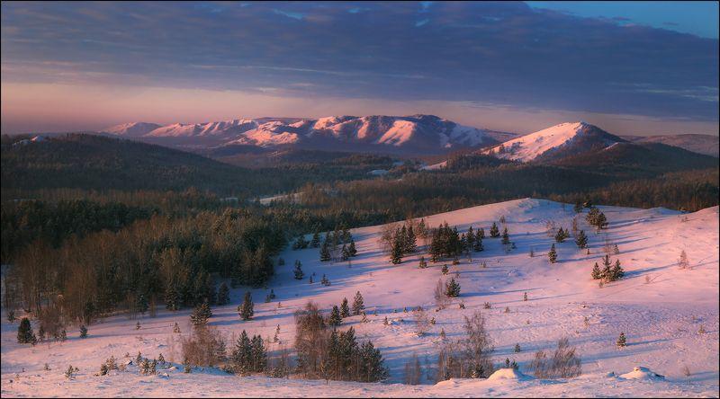 Зимняя панорама хребта Нуралиphoto preview