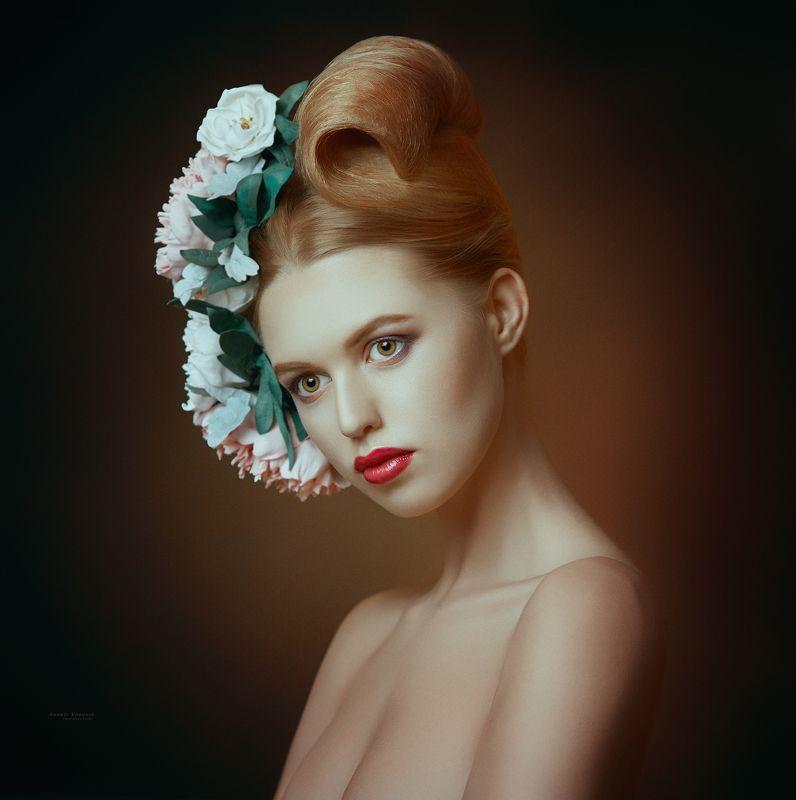 портрет,девушка,фотография,цветы,взгляд,причёска, Аринаphoto preview