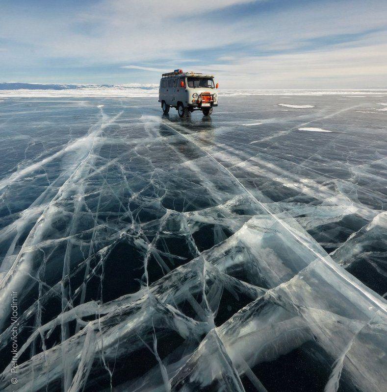 Байкал, лёд, Малое море, буханка, машина, зима По байкальскому льдуphoto preview