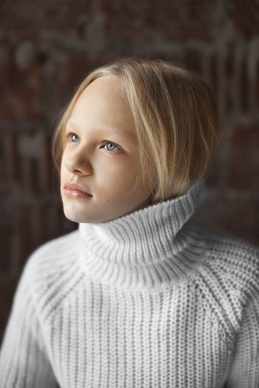 девушка портрет волосы глаза арт  ...photo preview