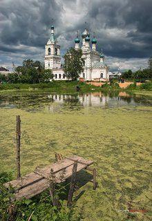 Храм у пруда.