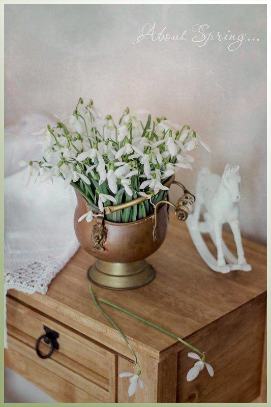 подснежники весна белая лошадка песочные часы С подснежникамиphoto preview