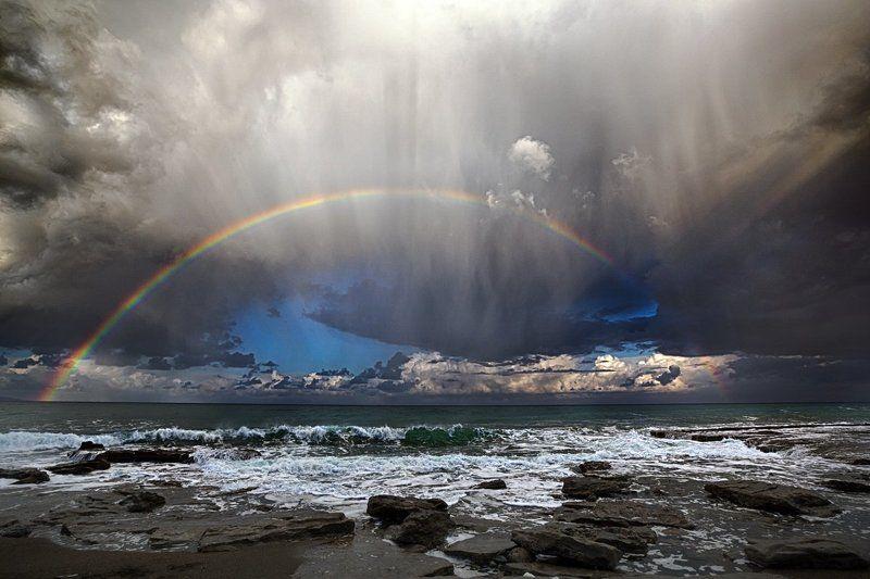 Радуга во время дождяphoto preview