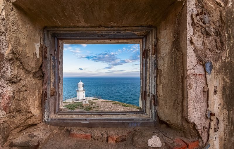старое окно,маяк,море Старое окно.photo preview