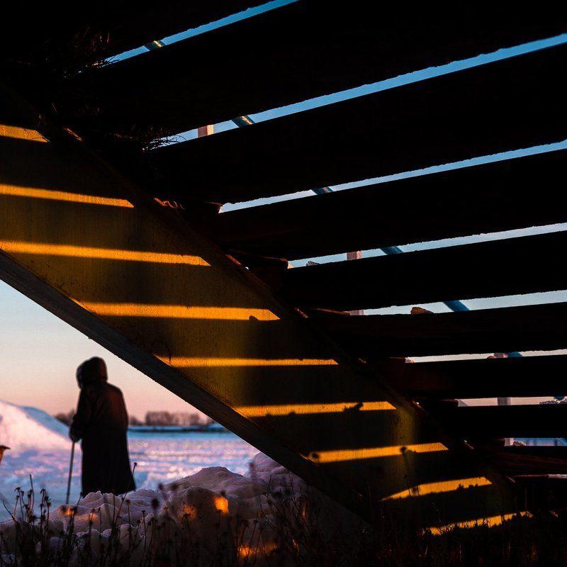 лучи, солнце, человек, зима, тени Улица.photo preview