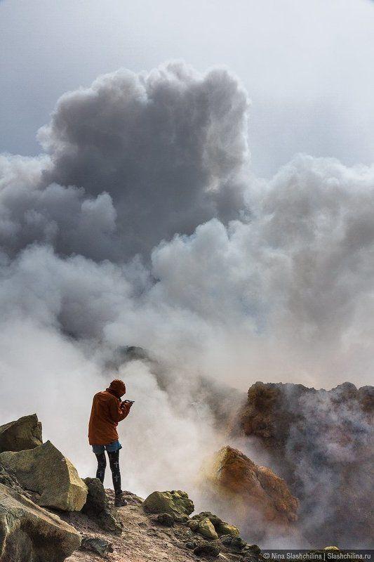 камчатка, вулкан, активность,фумарола, человек, природа, стихия Инстаграмщицаphoto preview