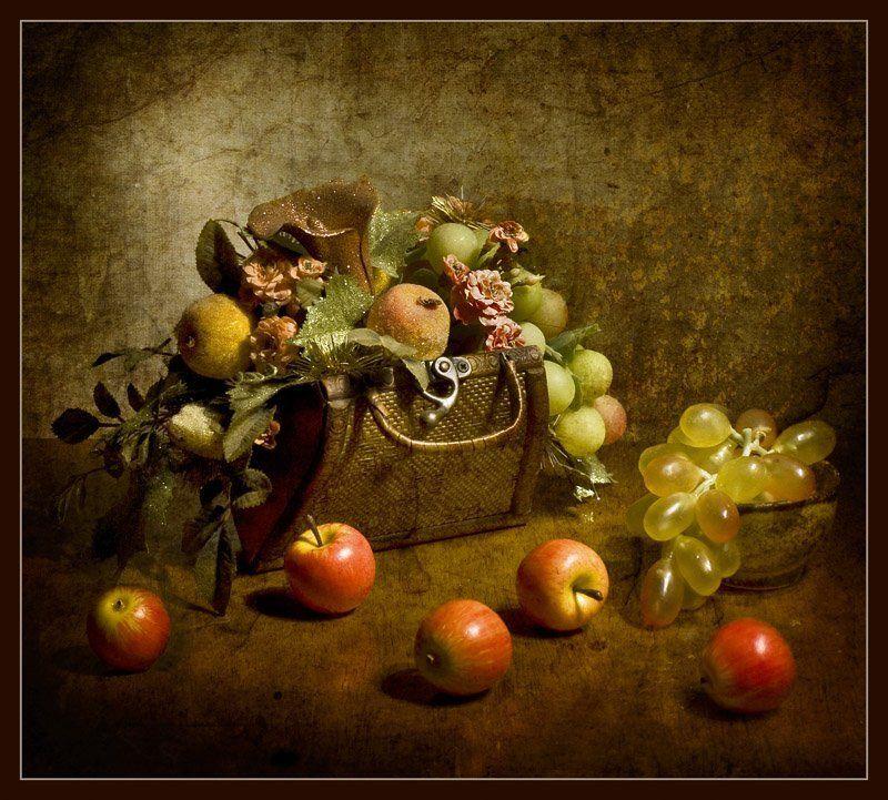 натюрморт, виноград, яблоки, сундучок, цветы Волшебный сундучокphoto preview