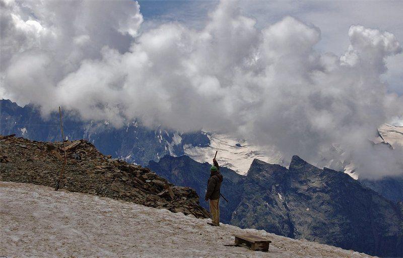 горы, пейзаж, кавказ, домбай, небо, вершины, облака, снег Регулировщик движения облаковphoto preview