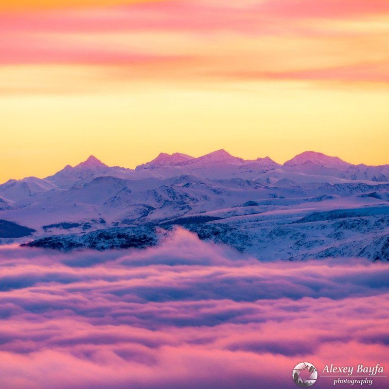Горы, рассвет, облака, природа, зарево, зима, снег, Сибирь, Саян, утро Над облакамиphoto preview