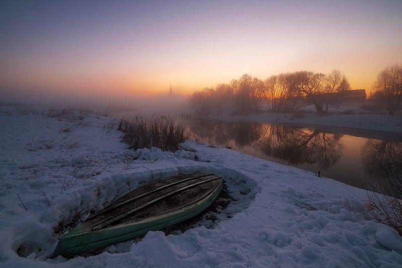Март, река, лодка, рассвет Пробуждение...photo preview