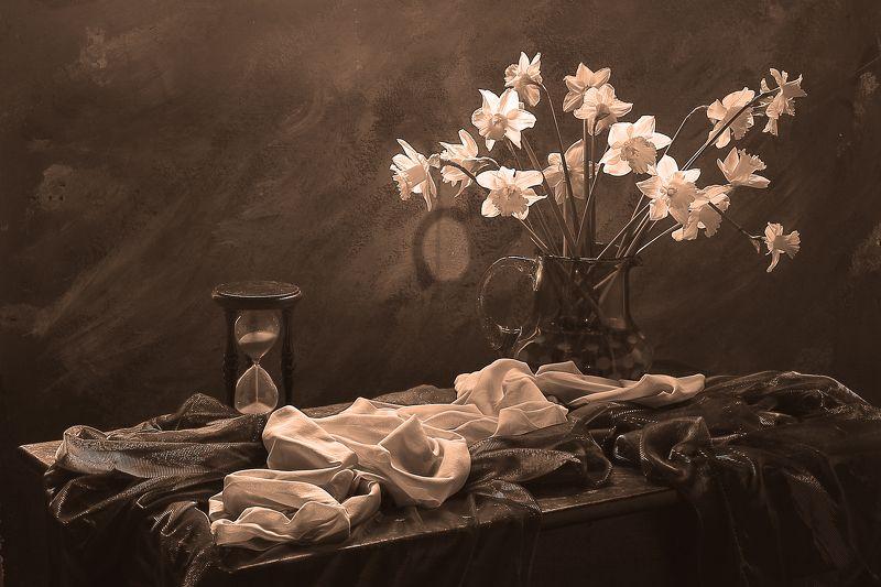 цветы,букет, весна, часы, время обновления,нарциссы,свет дневной, интерьер, декор,подарок Натюрморт с нарциссамиphoto preview