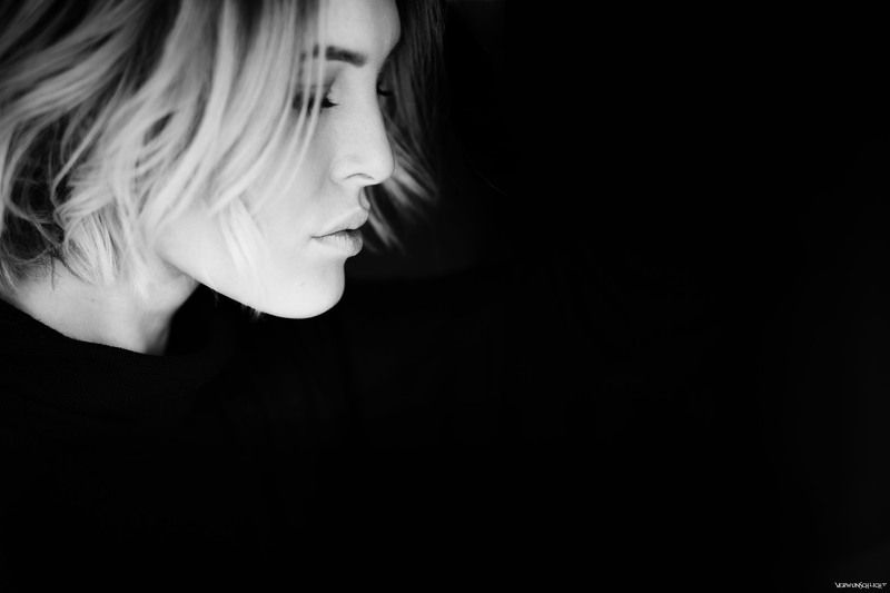 woman#sensual#portrait#mood#intensive#colours#softness#glamour#mystic#beautiful#face#intensive#cut#secretely# *Pause*photo preview
