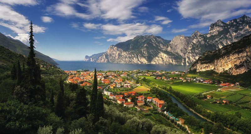 гарда италия панорама горы лето озеро утро Летняя Гардаphoto preview