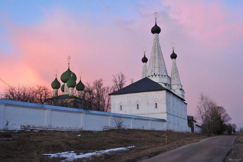 углич, весна Алексеевский монастырьphoto preview
