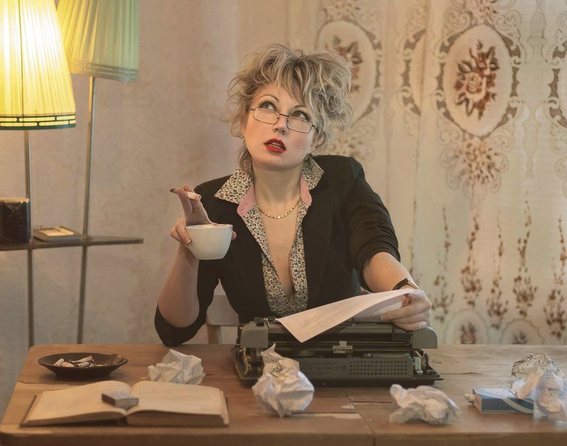 Девушка., Папироса, Писатель, Пишущая машинка, Стеб, Творчестводом, Чокнутый Чокнутый писательphoto preview