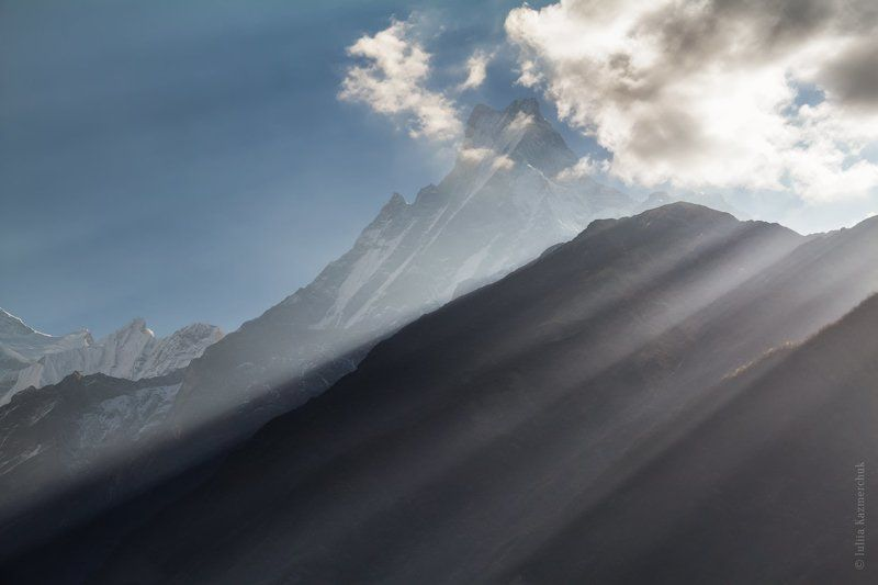 landscape, scenic, view, summit, mount, peak, top, sky, clouds, snow, the himalayas, nepal, chomrong, machapuchare, annapurna mountain massif, sunrays, evening, sunset Закатная благостьphoto preview