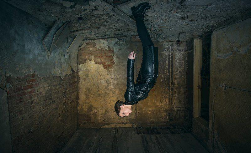 Girl, short hair, beauty, black, jacket, abandoned buildings, upside down, bricks, wall, garbage, Гравитацияphoto preview