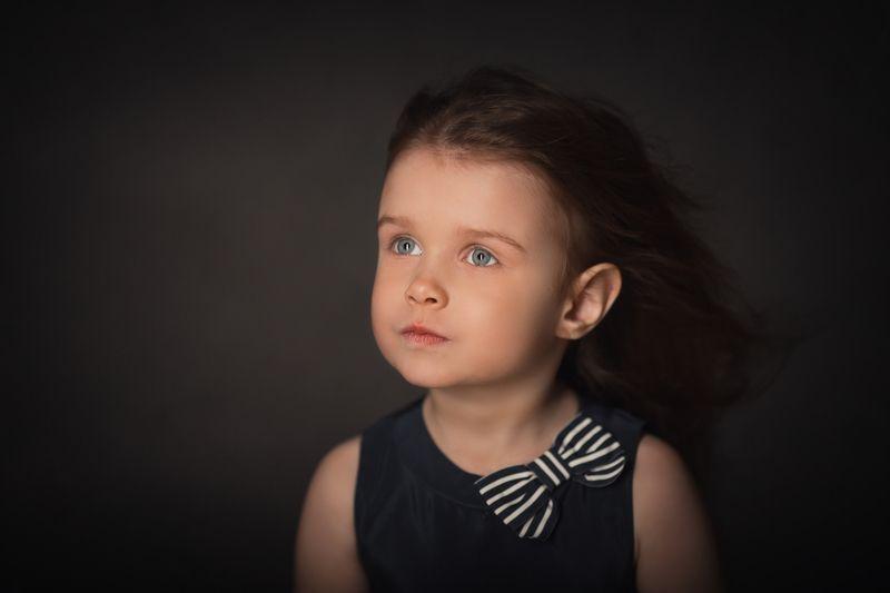 детский портрет, портрет девочки, девочка, портрет, портрет в низком ключе Мечты Ксенииphoto preview