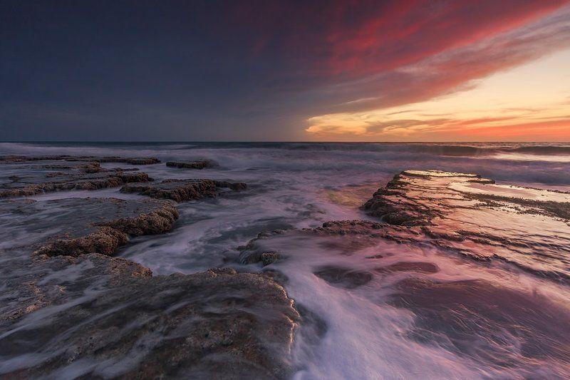 средиземное море, небо, камни, вода, песок, облака, море, пляж, парк, шторм, национальный парк, израиль, север, закат, солнце, ветер, брызги, волны, весна, природа, пейзаж, белоголовый, сип, перья, орел, Средиземное мореphoto preview