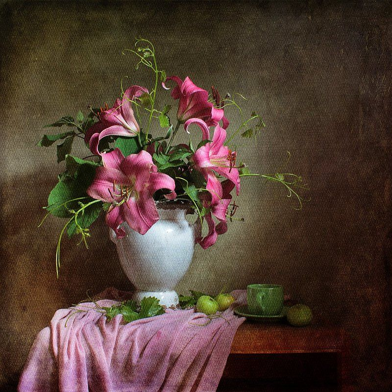 Натюрморт с лилиямиphoto preview