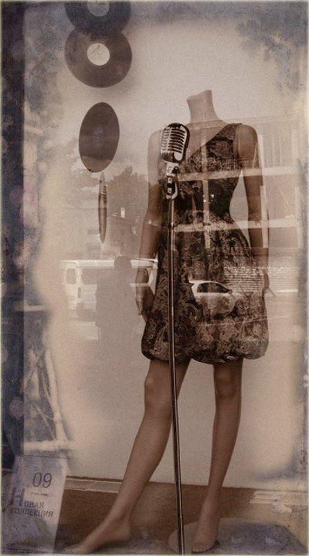 город, витрина, отражения,манекен Я вам спою...photo preview