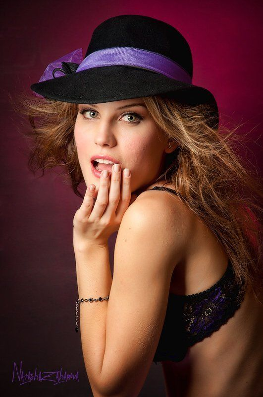 девушка, шляпа, портрет Алисияphoto preview