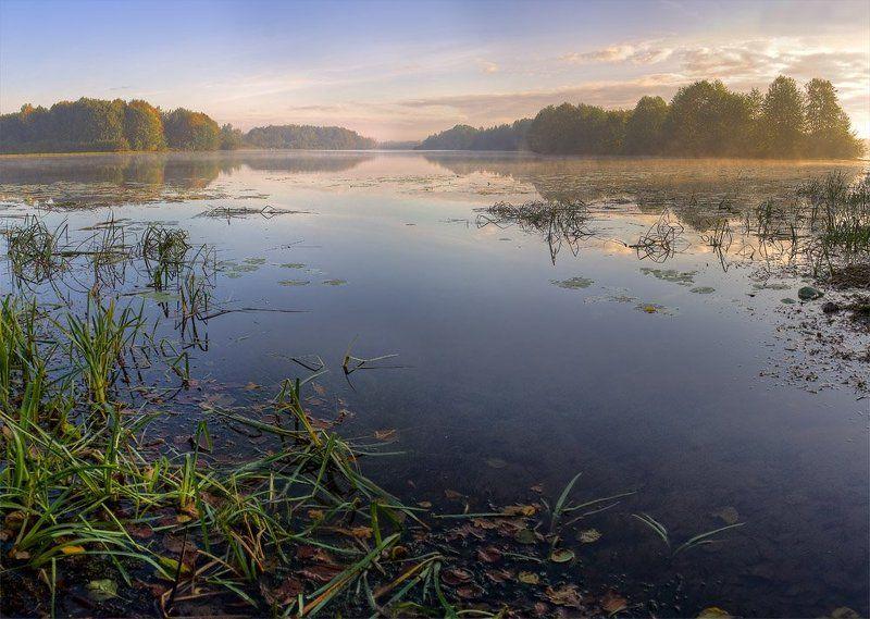 осень, озеро. туман осеннее пробуждениеphoto preview