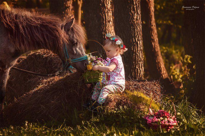 пони, девочка, лес, цветы, детство, красота, природа  Девочка и пони photo preview