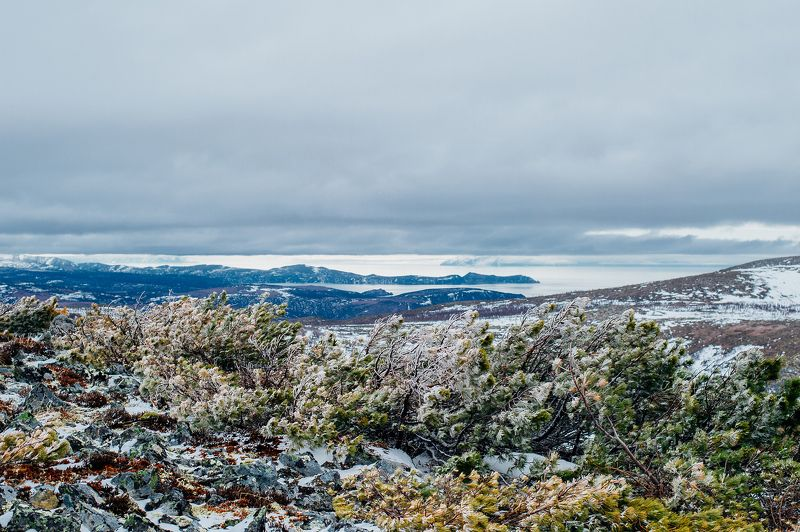 море, небо, горы, холмы Холодной весной у моряphoto preview