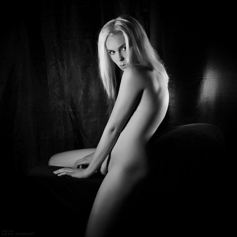 ню, эротика, чб, женщина, студия, калининград, erotic, nude, bw Леди Годива в тёмной комнатеphoto preview
