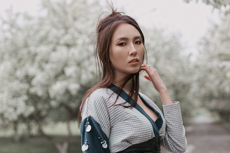 тюмень, портрет, цветущие яблони Даринаphoto preview