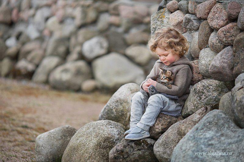 мальчик дети ребенок малыш котенок Малышиphoto preview