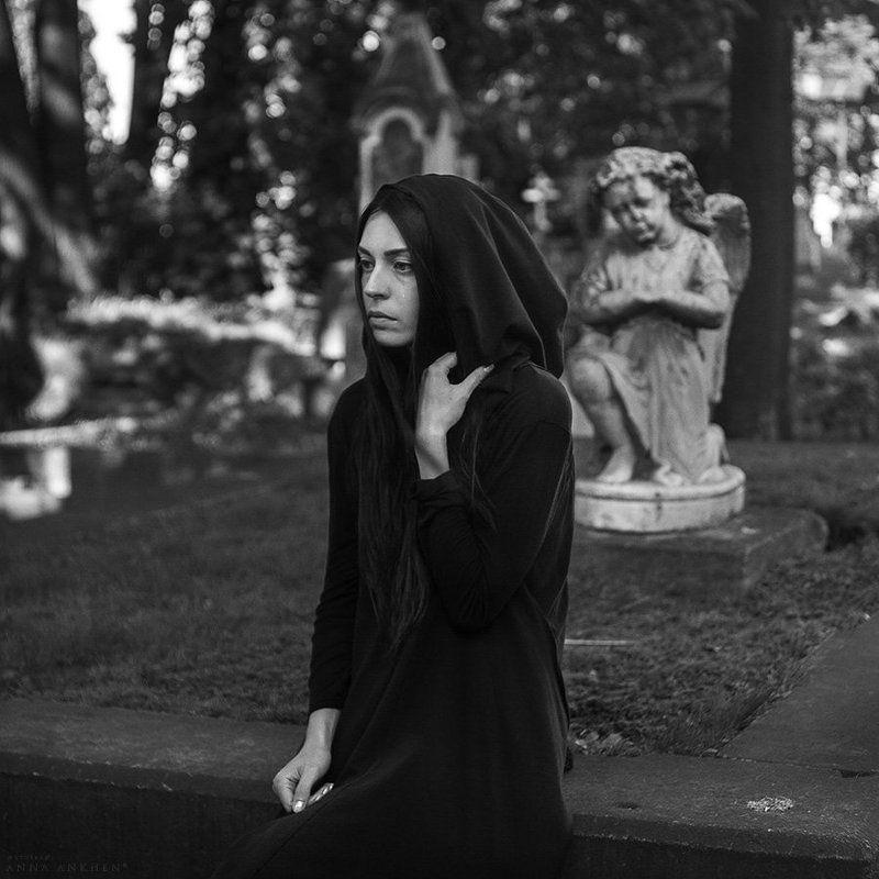портрет, женский портрет, чб, природа, кладбище, пленер, девушка, bw, woman, nature, cemetery, portrait Памяти Юрия Селивёрстоваphoto preview