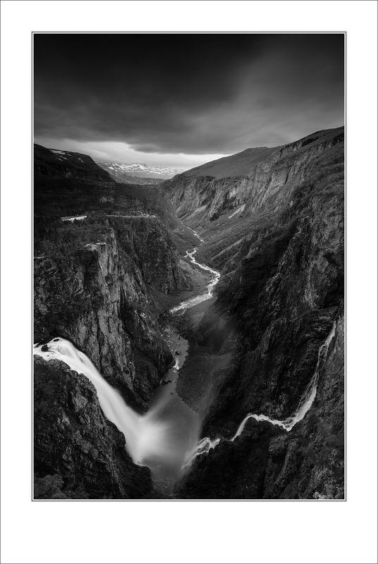 Драматичное ущелье долины реки Бьорейуphoto preview