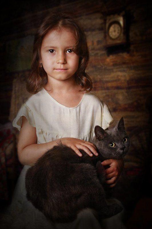 дети портрет девочка кошка Девочка с кошкойphoto preview