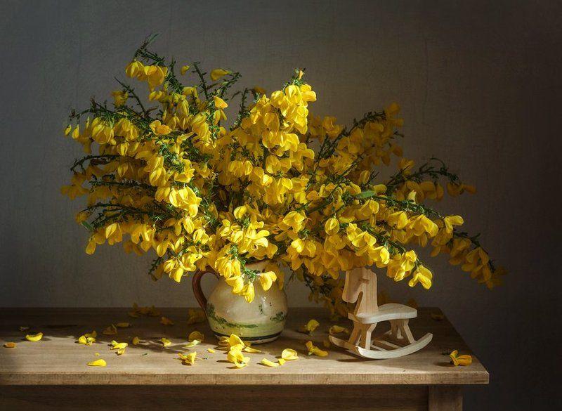 желтые цветы, деревянная лошадка, букет, кувшин Желтый букетphoto preview