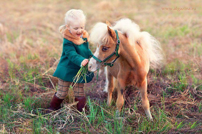 дети ребенок малыш детская фотография девочка пони Танюшка и Леликphoto preview