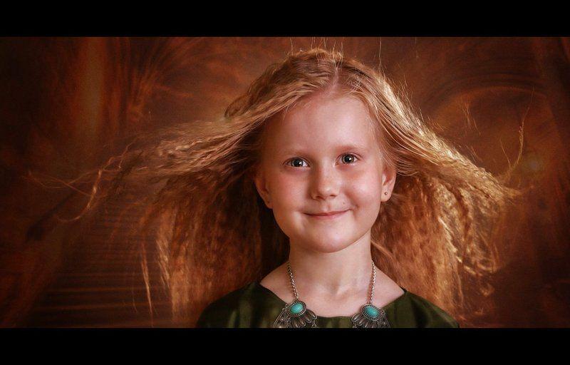 дети портрет девочка замок ветер в волосах Девочка из замкаphoto preview
