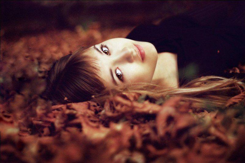 листья, девочка осеньphoto preview
