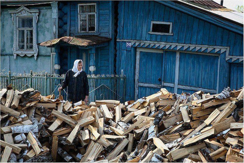 дрова, деревня, бабушка Газпром-национальное достояние?photo preview