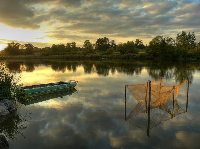 пейзаж, пруд, лодка, сетка, облака photo preview